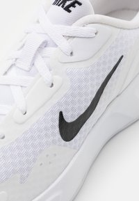 Nike Sportswear - WEARALLDAY UNISEX - Trainers - white/black - 5