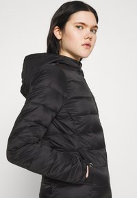 ONLY - ONLSANDIE QUILTED HOOD JACKET - Light jacket - black - 3