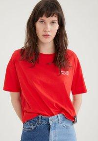 DeFacto - DISNEY - Print T-shirt - red - 3