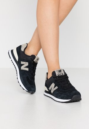 WL574 - Trainers - black