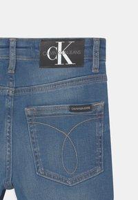 Calvin Klein Jeans - REGULAR FRESH  - Denim shorts - denim - 3