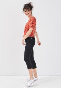 Cache Cache - SCHLANKE EINFARBIGE BASIC-HOSE - Trousers - black - 3