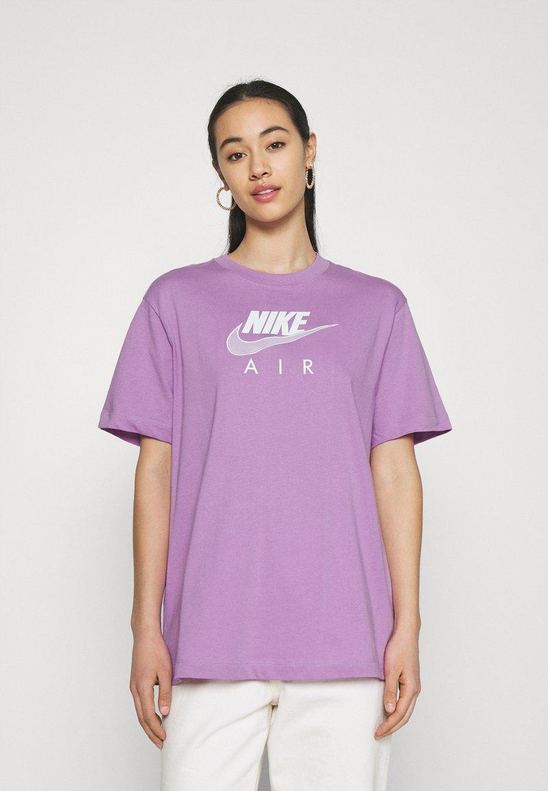 Nike Sportswear - T-shirts med print - violet shock