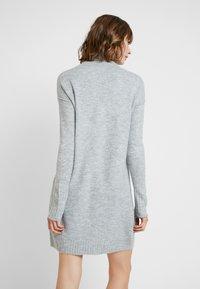 Vero Moda - VMLUCI ROLLNECK DRESS - Strikket kjole - light grey melange - 3
