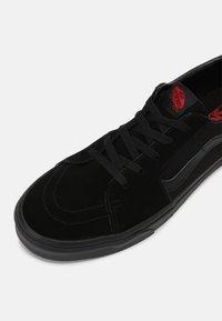 Vans - SK8 UNISEX - Sneakers - black - 4
