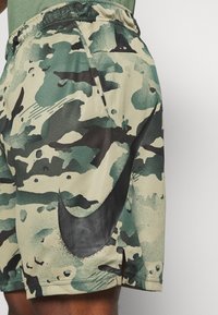 Nike Performance - DRY SHORT CAMO - Sports shorts - sequoia/black - 5