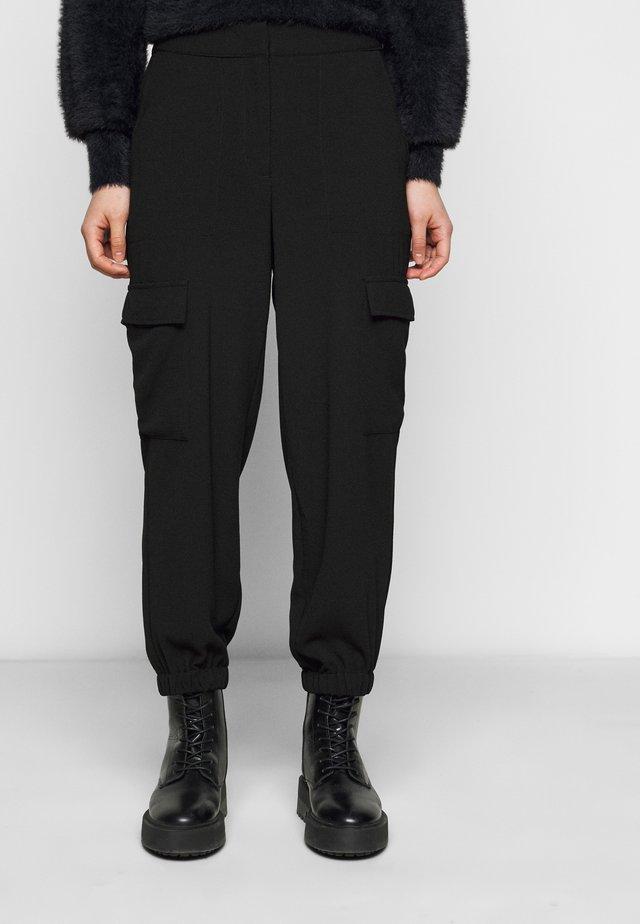 VMBITTEN PANT - Bukse - black