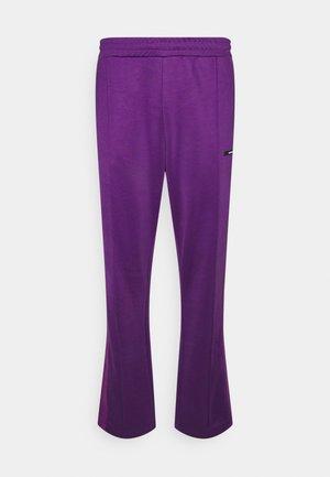 STRIPE TRACK PANT UNISEX - Pantalon classique - purple