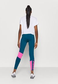 Puma - TRAIN LOGO HIGH RISE - Leggings - digi blue/luminous pink - 2