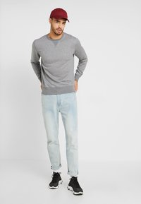 GANT - THE ORIGINAL C NECK  - Sweatshirt - dark grey melange - 1