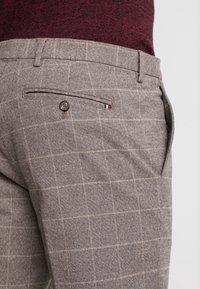 Tommy Hilfiger Tailored - SLIM FIT WINDOWPANE FLEX PANT - Pantaloni - brown - 5