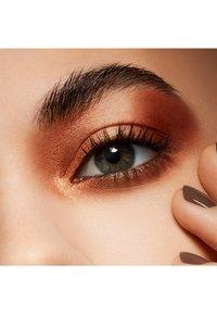 MAC - FROST SMALL EYE SHADOW - Eye shadow - amber lights - 2