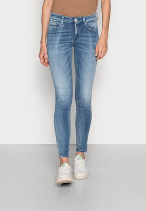 LUZIEN HYPERFLEX WHITE SHADES PANTS - Jeans Skinny Fit - light blue
