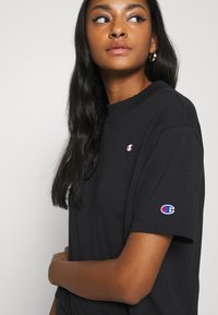Champion Reverse Weave - Print T-shirt - black - 5