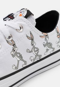 Converse - CHUCK TAYLOR ALL STAR BUGS BUNNY - Trainers - grey/multicolor - 5