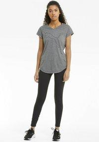 Puma - T-shirt de sport - charcoal heather-puma cat - 1