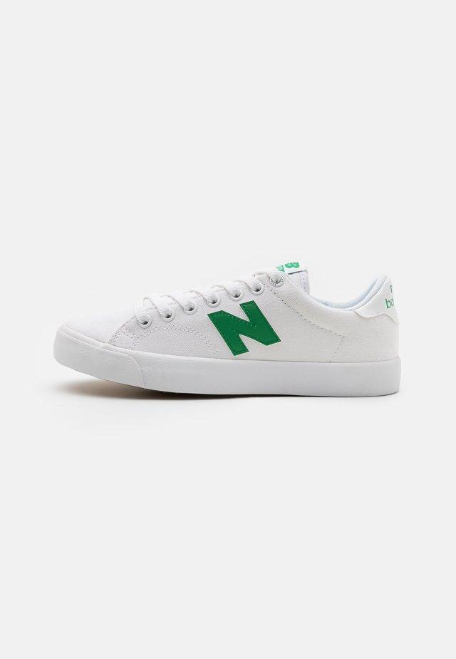 AM210 UNISEX - Baskets basses - white/green