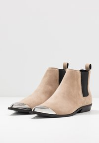Calvin Klein Jeans - ARTHENA - Kotníková obuv - travertine - 4
