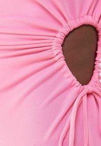 Bershka - MIT CUT-OUTS AN DER SEITE - Jersey dress - pink - 4