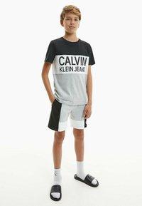 Calvin Klein Jeans - Print T-shirt - ck black - 0