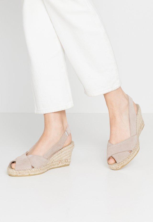 Sandalias con plataforma - piedra