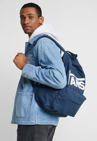 Vans - OLD SKOOL  - Rucksack - dress blues/white - 1