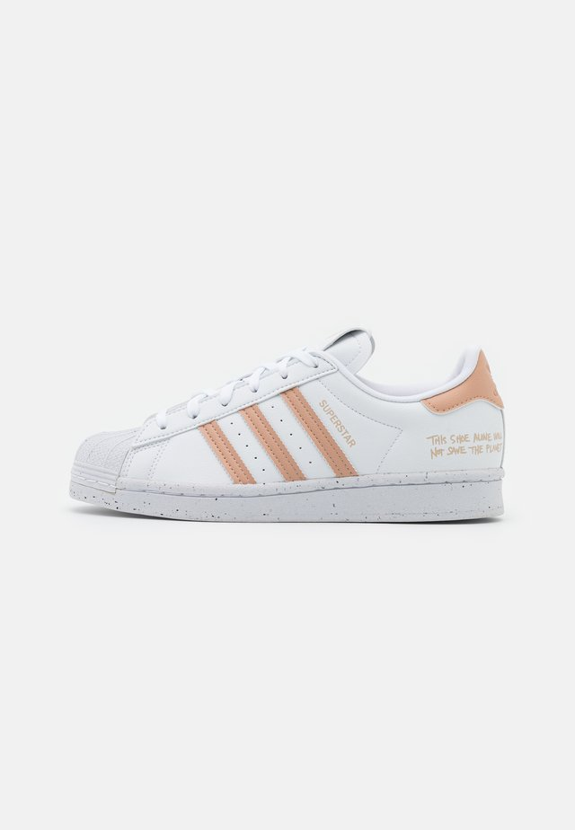 SUPERSTAR PRIMEGREEN VEGAN - Sneakersy niskie - footwear white/pale nude