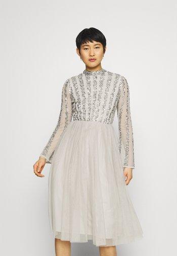 CUT OUT BACK EMBELLISHED MIDI DRESS - Vestito elegante - soft grey