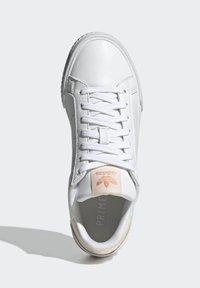 adidas Originals - COURT TOURINO W - Sneakersy niskie - white - 3