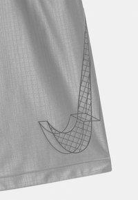 Nike Performance - DRY - Sports shorts - light smoke grey/white - 2
