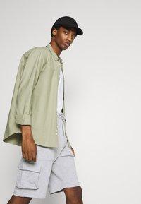 Solid - Shorts - light grey melange - 3