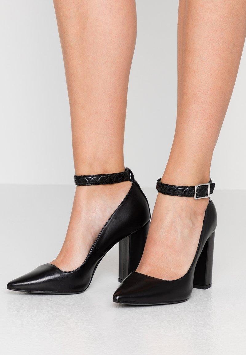 Trussardi Jeans - Højhælede pumps - black