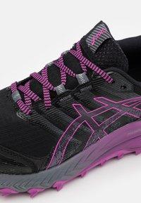 ASICS - GEL TRABUCO 9 G-TX - Chaussures de running - black/digital grape - 5