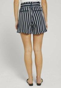 TOM TAILOR DENIM - RELAXED - Shorts - navy white stripe - 2