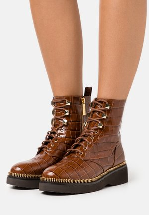 HASKELL BOOTIE - Platform ankle boots - chestnut
