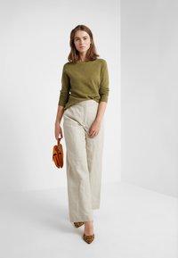pure cashmere - CLASSIC CREW NECK  - Jersey de punto - olive - 1