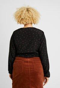 Cotton On Curve - CURVE GEMMA TIE FRONT BLOUSE - Camicetta - stella ditsy black - 2