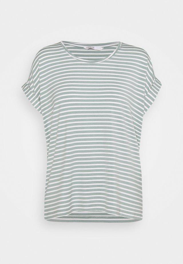 ONLMOSTER NEW O NECK - Print T-shirt - jadeite/cloud dancer