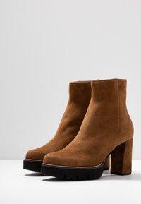 Maripé - High heeled ankle boots - cognac - 4