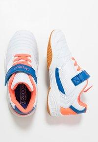 Kappa - DROUM II UNISEX - Sports shoes - white/coral - 0