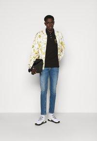 Versace Jeans Couture - Koszulka polo - black - 1