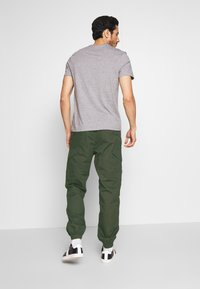 Superdry - Cargo trousers - rosin - 2
