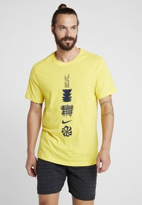 Nike Performance - DRY RUN SEASONAL  - Print T-shirt - chrome yellow/obsidian - 0