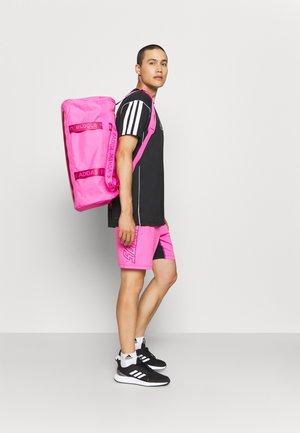 4ATHLTS DUFFEL BAG MEDIUM - Bolsa de deporte - screaming pink/screaming pink/wild pink