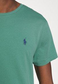 Polo Ralph Lauren - CUSTOM SLIM FIT CREWNECK - Basic T-shirt - seafoam - 3