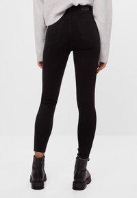 Bershka - MIT SEHR HOHEM BUND  - Jeans Skinny Fit - black - 2