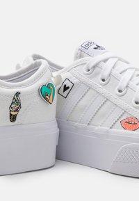 adidas Originals - NIZZA PLATFORM UNISEX - Baskets basses - footwear white - 5