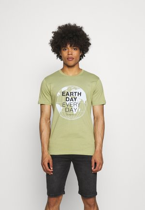 ALDER EARTH DAY EVERY DAY GLOBE TEE  - T-shirt med print - sage