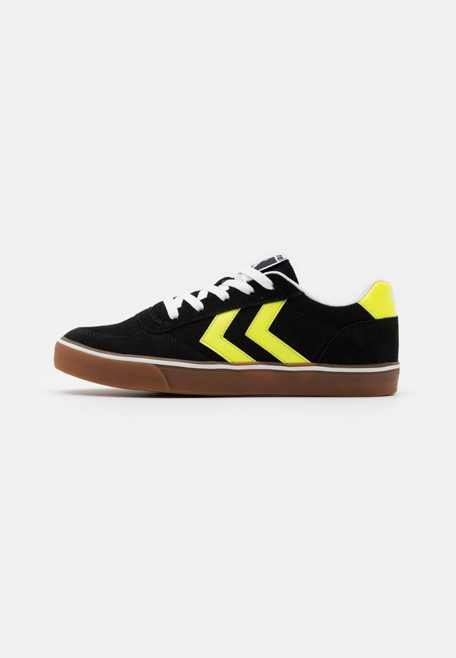 STADIL 3.0 UNISEX - Matalavartiset tennarit - black/white/neon yellow