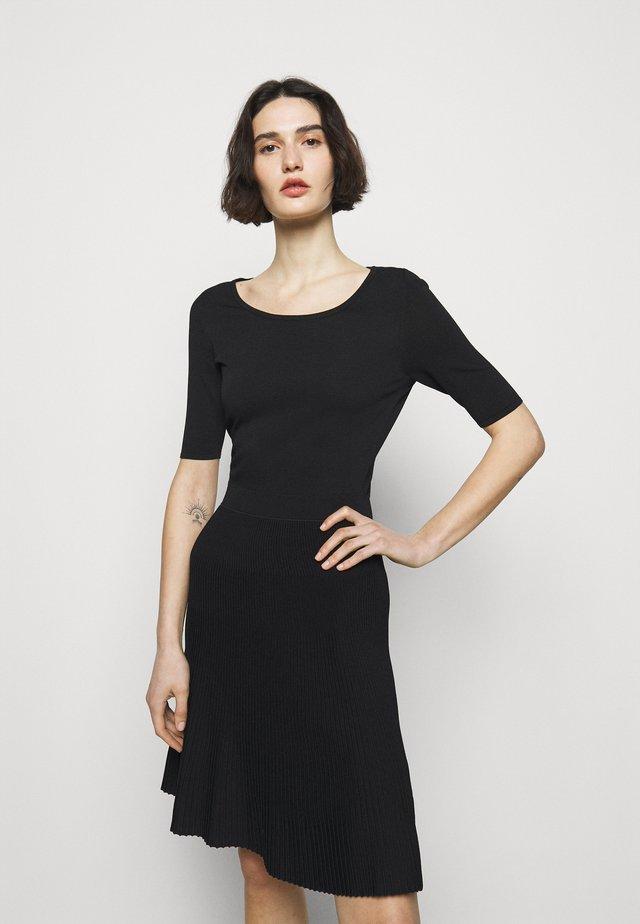 SHANEQUA - Sukienka dzianinowa - black